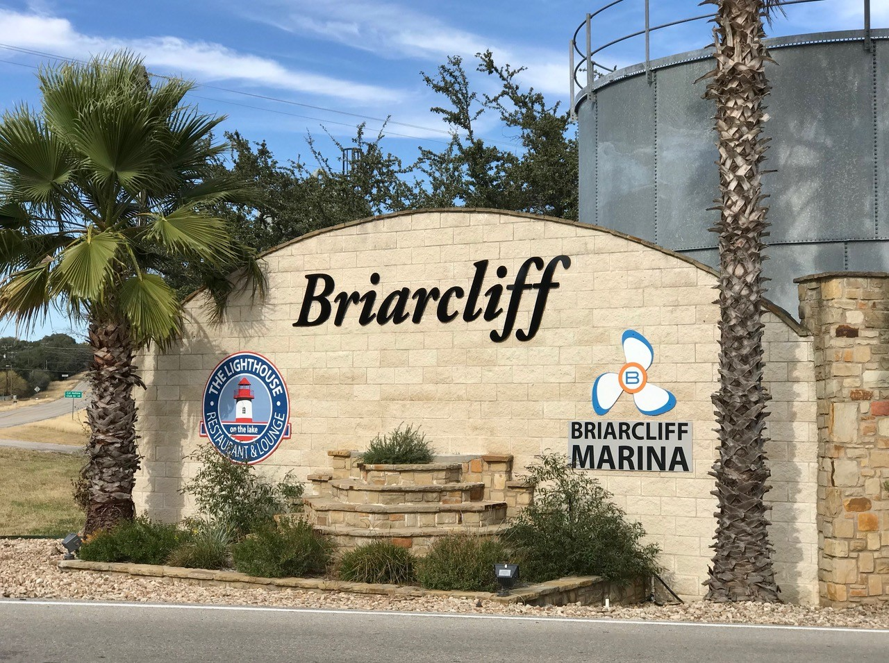 Main entrance to Briarcliff Marina